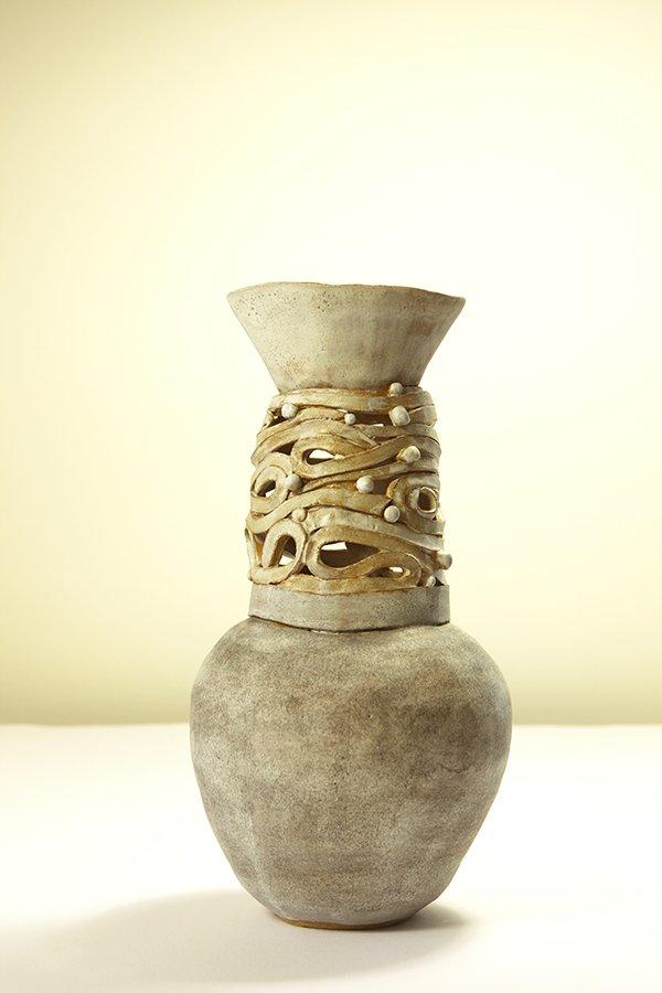 Vase | Grogged stoneware, white glaze